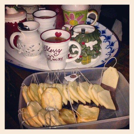 Biscotti a forma di bustina di té.   <3
