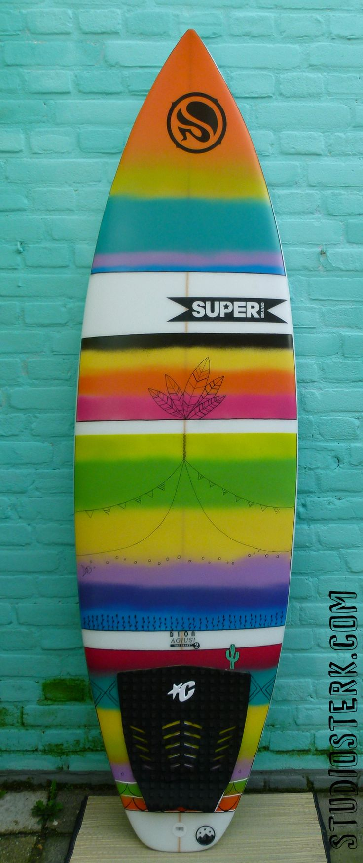 superbrand surfboard hand painted by me (studiosterk.com)