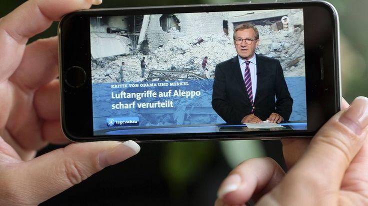 Der frühere Tagesschau-Redakteur Volker Bräutigam und Friedhelm Klinkhammer, Ex-Vorsitzender des ver.di-Betriebsverbandes NDR, haben Programmbeschwerde gegen die ARD eingereicht. Es geht um den Vorwurf, dass der öffentlich-rechtliche Rundfunk die Tatsachen zu dem angeblichen Krieg gegen den Terror verdreht.