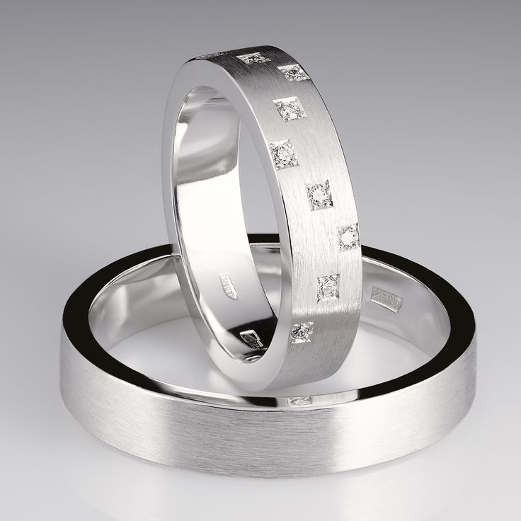 Кольца из коллекции New Step.  Женское кольцо: белое матовое золото, бриллианты- 1200$ Мужское кольцо: белое, матовое золото -270$ #jewelry #weddingrings #gold #diamonds