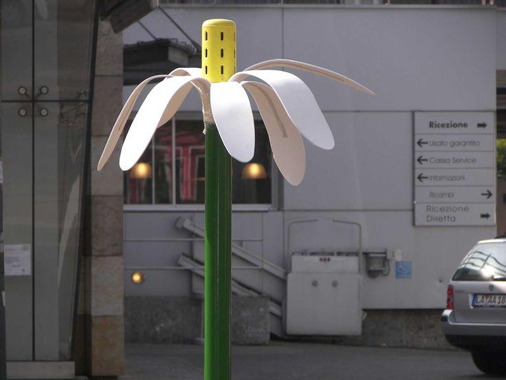 """street art by Pao. """"Margherite d'asfalto"""". 2007. Milano. http://restreet.altervista.org/angoli-desolati-del-panorama-cittadino-diventano-piccole-isole-di-colore/"""