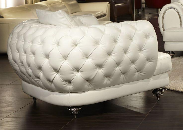 Ellia-Cream-Tufted-Leather-Chair-12-AICO-MB-ELLIA38-CRM-13.jpg (1907×1353)