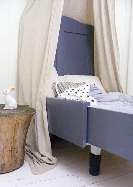 Een rustige basis geeft ruimte voor een stoere kleur op de meubelen.