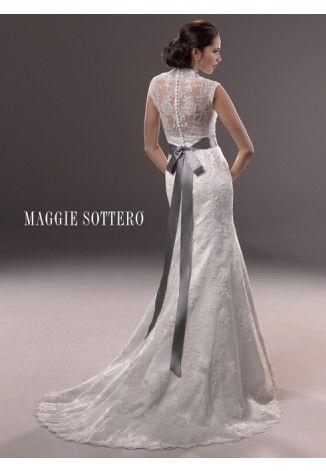 Mooi kant. Leuke strik bij Maggie Sottero Marjorie.