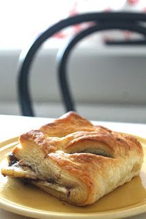 Puff pastry, bananas and nutella. Super easy treat