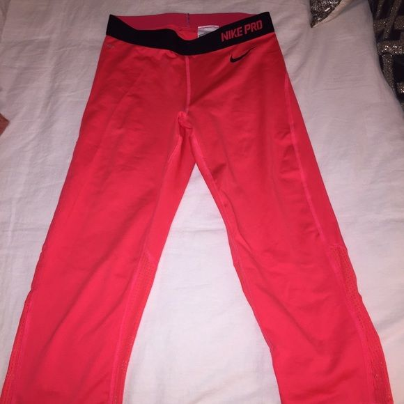 Nike Leggings / Tights : Never Worn Nike leggings in a great color for working out or just to throw on for a comfortable outfit. Nike Pants Leggings