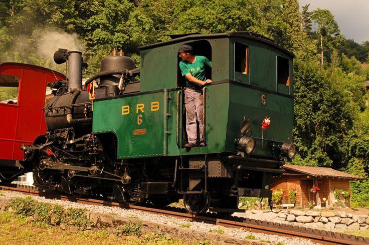 """Locomotiva a vapore """"6"""" sulla Brienz Rothorn Bahn. La ferrovia, non elettrificata ed a scartamento 800 mm, collega dal 1892 Brienz con il Brienzer Rothorn grazie all'utilizzo di una cremagliera tipo Abt su pendenze fino al 250‰ - (Foto: Riccardo Genova)"""