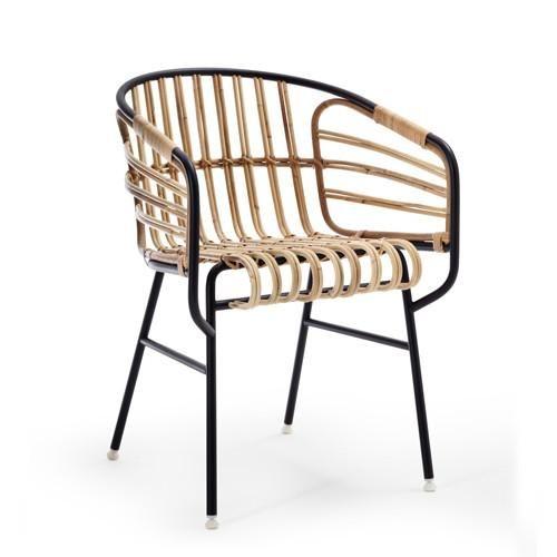 Raphia | Designer: Luca Pevere en Paolo Lucidi | Materiaal: geschilderd metaal en natuurlijk riet | Afmetingen: 67 x 74 x 79 cm | Prijs: €654,- | Door de combinatie van riet en metaal wordt een mooie combinatie gemaakt van de industrie en natuur | https://shop.mohd.it/en/raphia-chair.html