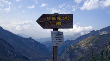 Vie del sale in moto - Liguria