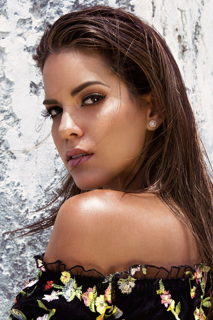 Editorial of Valeria Piazza Ph. HOMME / Segura&Vilela Coach & Styling: Lutty Lobaton  Hair & makeup: Garry Cullampe  https://www.facebook.com/pg/hommepictures/photos/?tab=album&album_id=1388892011226227