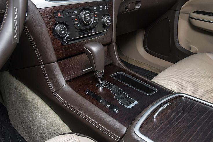 Lancia Them gear stick #lancia #thema #gear more: http://premiummoto.pl/08/12/lancia-thema-30-crd-nasza-sesja