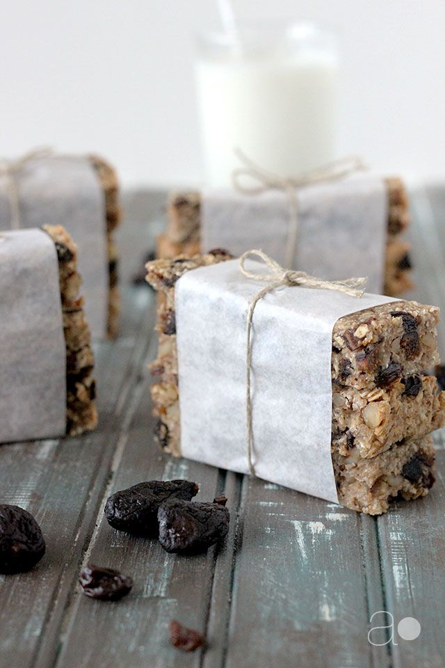Fig and Raisin Granola Bars (with suggestions for other combinations and recipe adaptations)