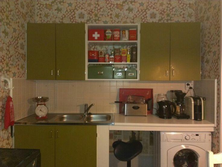 Keittiötä eri kulmasta. Astianpesukone remontissa vielä hetken.