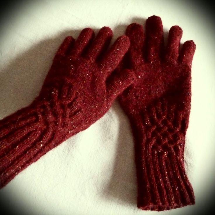 Des gants pour l'hiver prochain! #knottygloves #knitting #tricot #rowanyarn