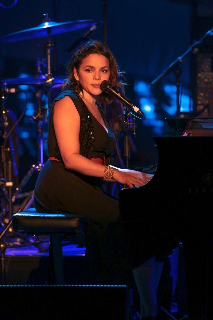 Norah-Jones-in-concert-at-the-Sebastopol-theatre--14.jpg (1470×2205)
