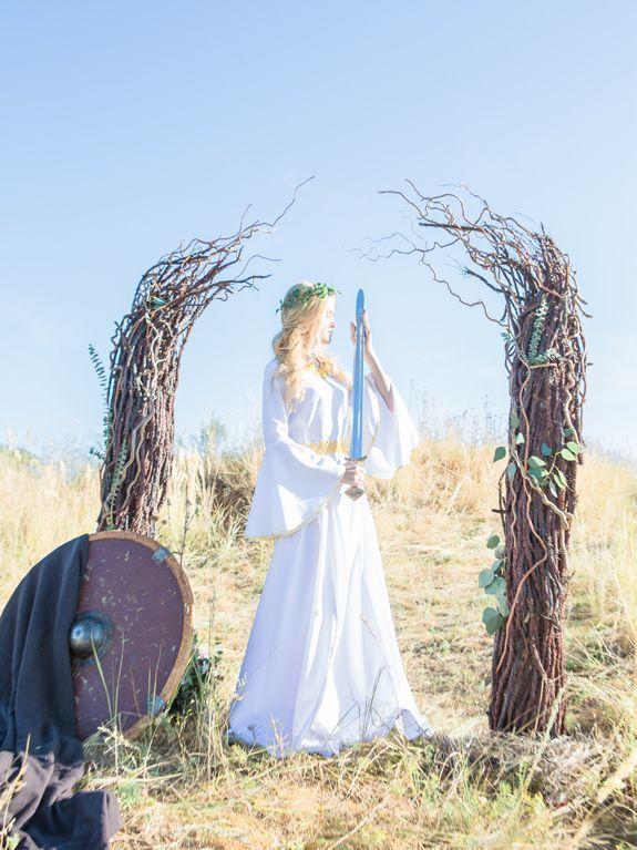 девушка, невеста, прическа, венок, белое платье, платье невесты, средневековье, меч, щит, исторя любви, свадьба, инспирация, властелин колец, принцесса, сказка, фото, природа, выездная регистрация, арка, арка из веток, Эовин, girl, bride, hairstyle, wreath, a white dress, bridesmaid dress, the Middle Ages, sword, shield, love story, wedding, inspiration, lord of the rings, princess, fairy tale, photo, nature, wedding ceremony, arch, arch of twigs, Eowyn