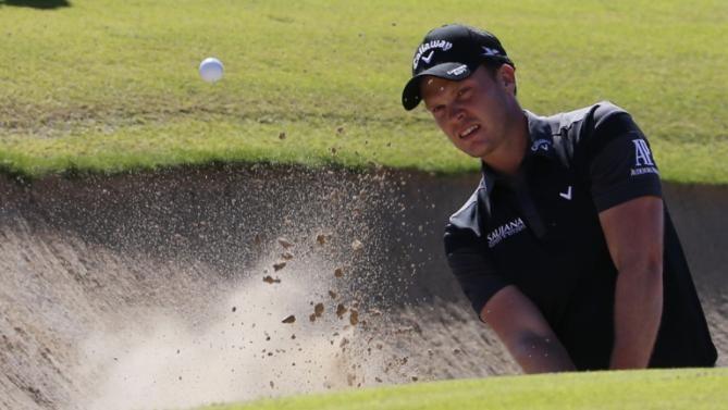 Danny Willett takes lead in Dubai golf