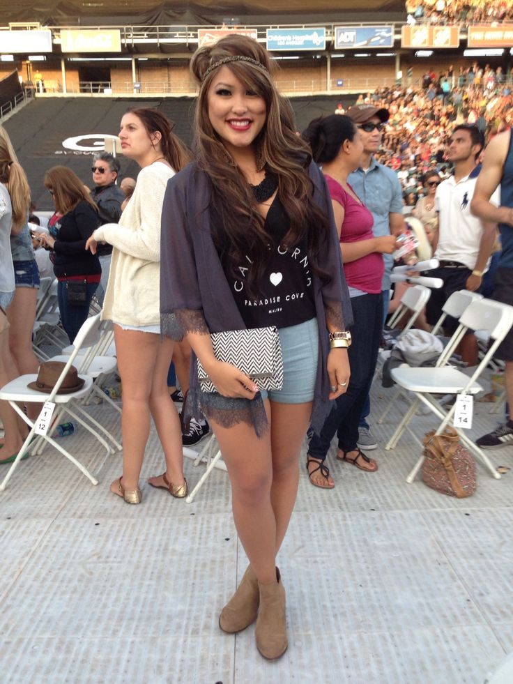 Concert Outfit. High waisted shorts. Lace Cardi. Loose tank. Booties. Headband. Rock on attitude!