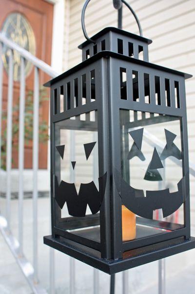 Cute Halloween ideas using BORRBY lantern and DIY vinyl pumpkin stickers @Pauline Lambrechts Keepsakes Magazine Blog!