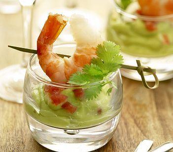 ... lekker aperitiefhapje! Ingredienten: 4 scampi 2 avocado's 1/2 citroen scheutje olijfolie snuifje cayennepeper & zou...