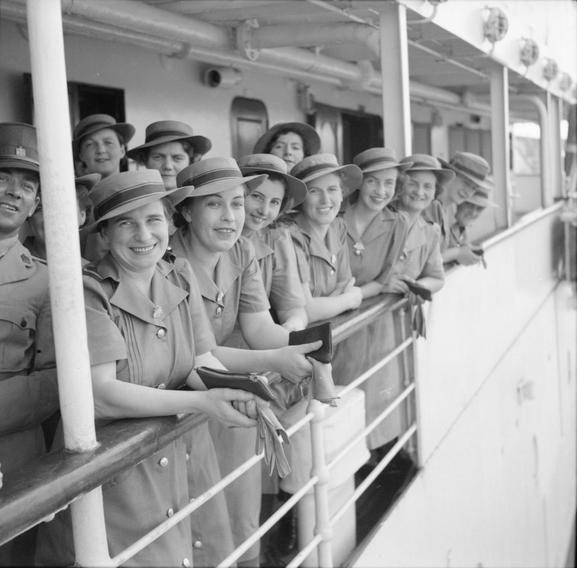 AUSTRALIAN NURSES SINGAPORE OCTOBER 1941 (FE 49)