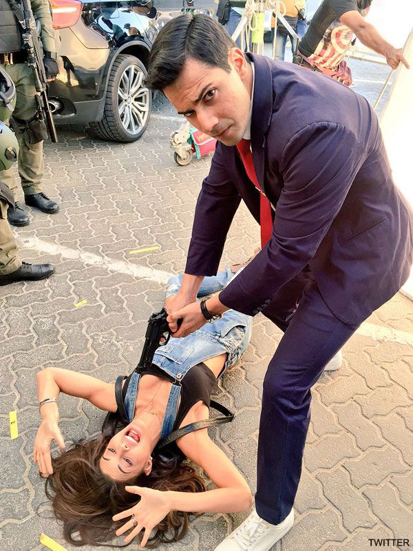 VARUN DHAWAN and JACQUELINE FERNANDEZ in DISHOOM