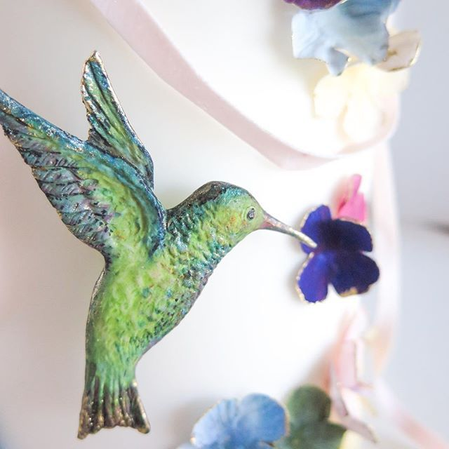 Gilded hummingbird in flight forms part of one of our Hummingbird Sugar Garden workshop - by Emmy Roberts of Cake Bijou in Byron Bay. Cake decorating class