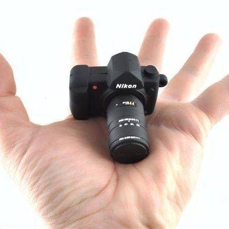 Fotoğraf tutkunu sevdikleriniz için alabileceğiniz harika bir usb.  http://www.buldumbuldum.com/hediye/camera_flash_drive_fotograf_makinesi_usb_bellek/
