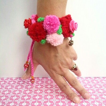 For the love of Frida nu ook in het rood. www.ambela.nl