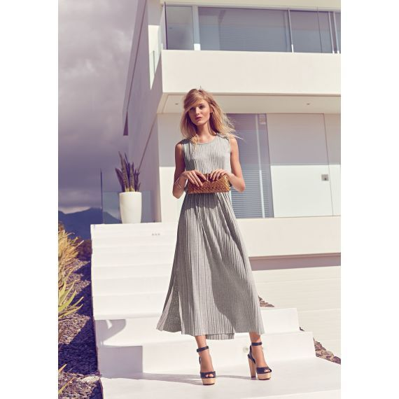 Clean, stylish, edel - dieser allover plissierte Look besticht mit einer extravaganten Melange aus purer Lässigkeit und stilvoller Eleganz.