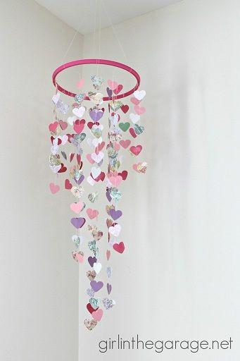 Como hacer un movil con corazones de papel (1)
