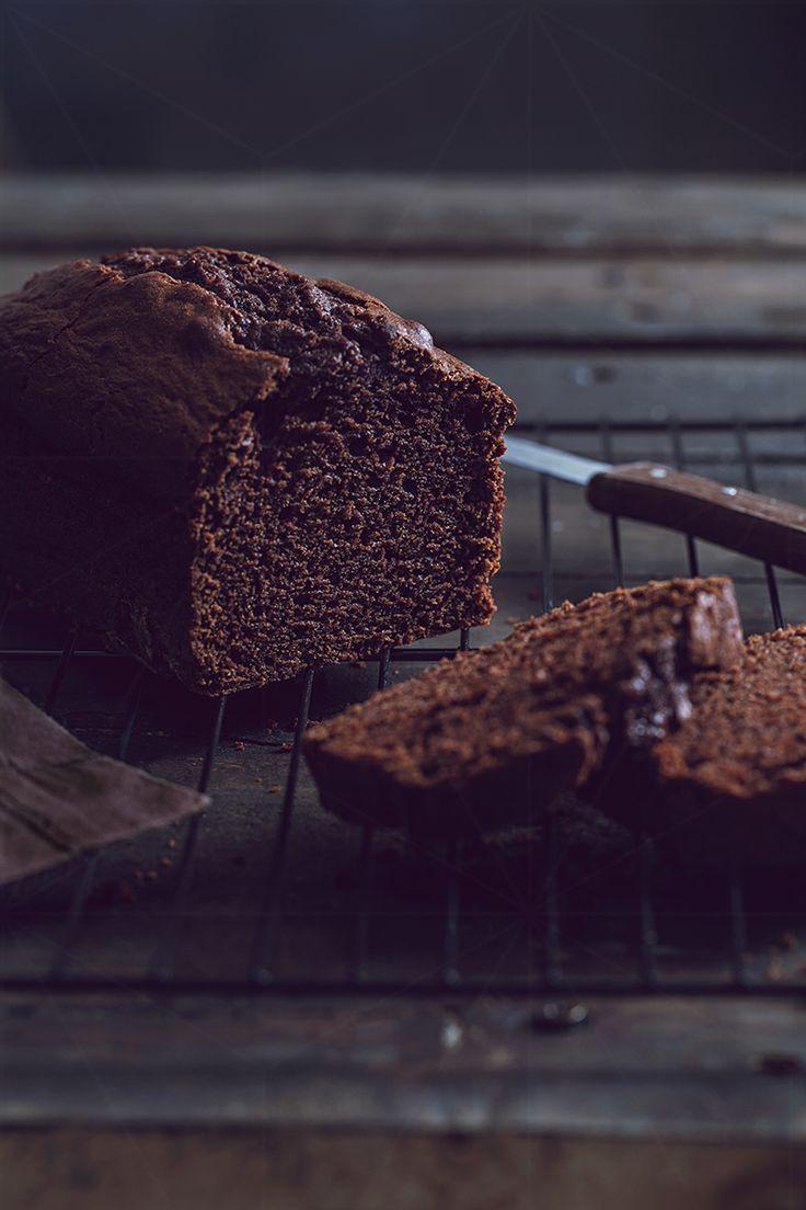 Cro'K'Mou - Blog culinaire - Food Photography : Cake moelleux tout chocolat. Plus de recettes à base de chocolat ici : www.enviedebienmanger.fr/recettes/chocolat