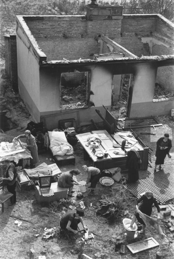 Siege of Warsaw. Julien Bryan. 1939.