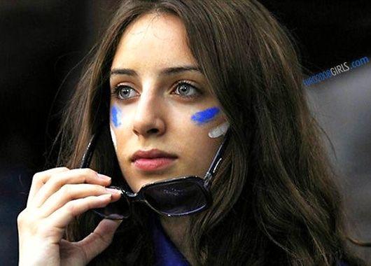 Beautiful Greek Fans of Euro 2012 - Istoryadista | History Blog | Cebu Blogger