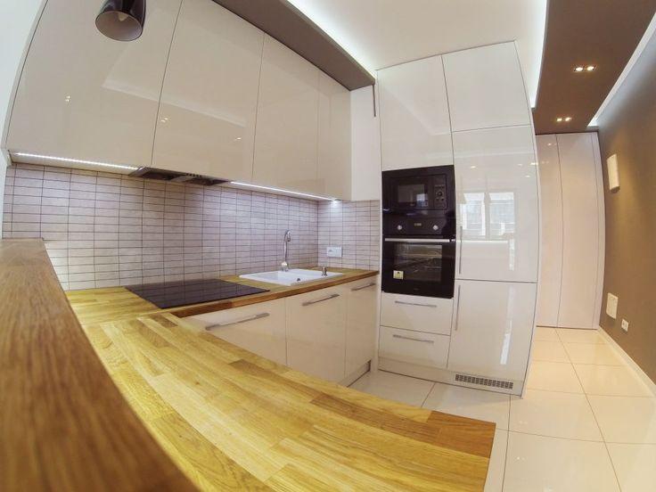 kuchnia na wymiar do kawalerki custom made kitchen to studio with highgloss front #kuchnia #kitchen #kök #połysk #wysokipołysk #white #meble #meblekuchenne #furniture #dom #home #instasize #photooftheday #likeit #warsaw #warszawa #poland #decor