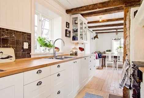Encimera de madera en la cocina 02
