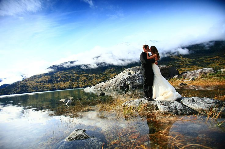 I'm seriously addicted to all these pretty Alaska wedding pictures... Such gorgeous scenery! So much nature!
