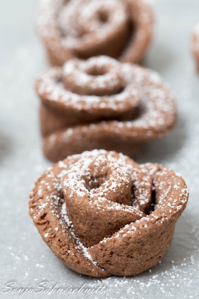 Schokoladen-Rosen (Mürbeteigplätzchen mit Kakao)