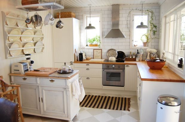 my favourite small kitchen.. <3 DREAMING