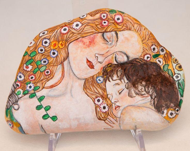 pittura su sasso, con tempera acrilica, ispirata ad un quadro che il pittore Gustav Klimt dipinse nel 1905