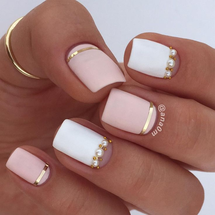 Soft, matte, coral-pink and white manicure with gold and pearl accents. By @ana0m on Instagram.