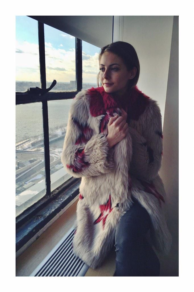 stayin cozy an warm in this @TommyHilfiger faux fur jacket, lookin at all the folks so cold down there #NYC