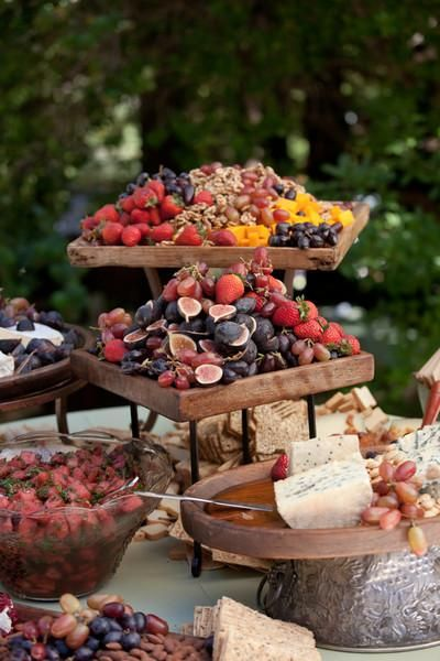It's a tricky game to play, but the seeming haphazardness of this food display adds a nice quality to the rustic vibe.