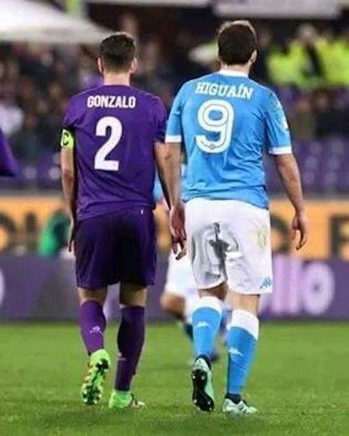 Argentyńczyk w tym roku skończy 29 lat, przypadek? • Gonzalo Higuain z dwóch piłkarzy, czyli idealny moment • Wejdź i zobacz więcej >> #higuain #football #soccer #sports #pilkanozna