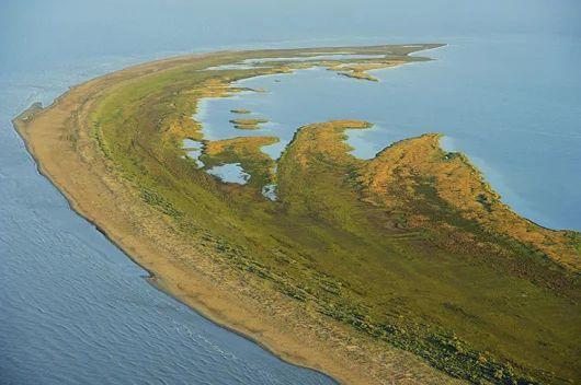 Marea Neagră continuă să nască insule. Cea mai nouă, de o frumusețe unică în lume, este neumblată