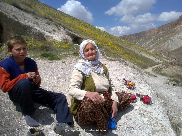 Cappadocia Turchia  http://matrioskadventures.com/2014/11/29/tra-sorrisi-e-chiese-scolpite-nella-roccia-tour-valle-soganli-in-cappadocia-turchia-8/