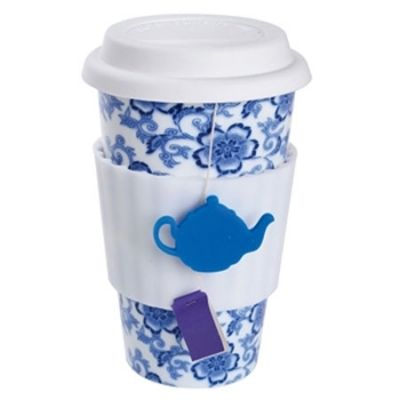 Eco Cup for Tea Lovers: a to-go ceramic mug with an integrated sleeve that features a small hook to hold the tea bag string.
