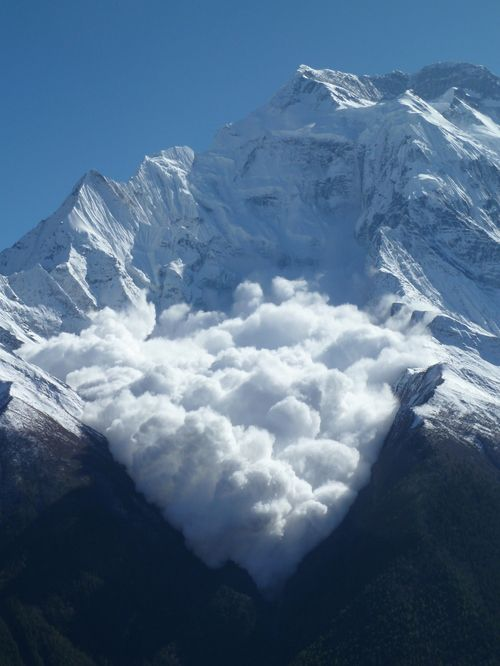 touchdisky:  Buddah breath avalanche on Annapurna 2 by Paul Streetly