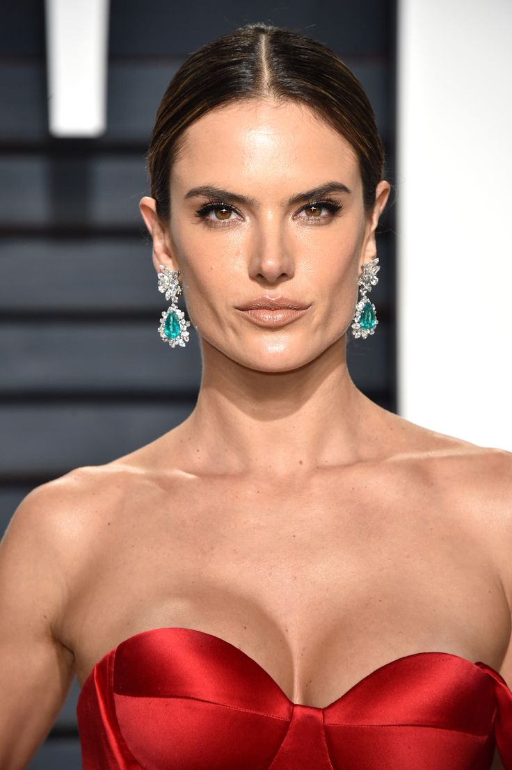 Victoria's Secret Angel Alessandra Ambrosio lit up the Vanity Fair Oscars after party red carpet in a pair of emerald and diamond earrings from Bulgari's Heritage collection alongside two diamond Serpenti bracelets and a Ralph & Russo gown. See the best jewellery moments on the red carpet of the Vanity Fair After Oscars Party 2017 worn by all the celebrity stars in high fashion and luxury: http://www.thejewelleryeditor.com/jewellery/top-5/top-5-jewels-vanity-fair-oscar-party/ #jewelry