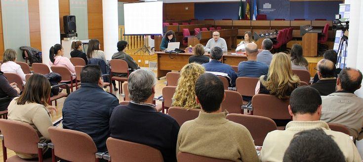 MOTRIL.ADICAE (Asociación de Usuarios de Bancos, Cajas y Seguros) ha ofrecido este jueves en el Salón de Plenos del Ayuntamiento de Motril una charla informativa para